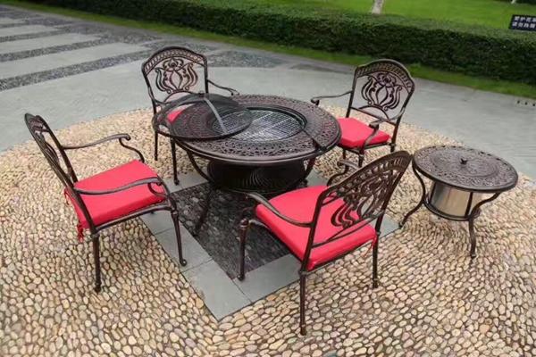 铸铝桌椅适宜于户外椅的原因?